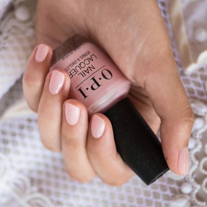 cliomakeup-smalto-al-mare-11-manicure-nude-chiaro