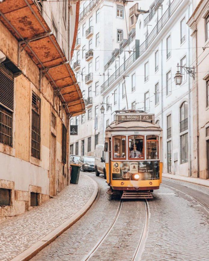 viaggi low cost Portogallo: tram 28 Lisbona