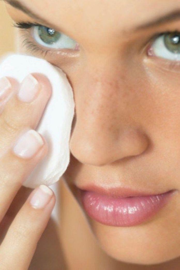 cliomakeup-come-rimuovere-makeup-9-acqua-micellare