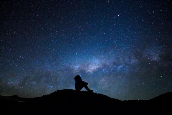 cosa fare in montagna: guardare le stelle