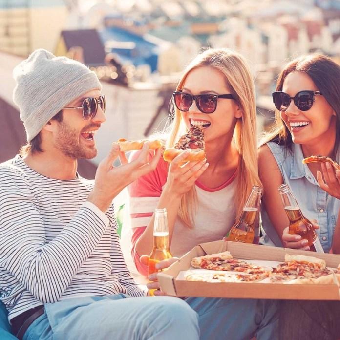 cliomakeup-sgarro-dieta-5-mangiare-pizza-con-amici