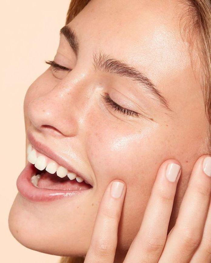 cliomakeup-tonico-viso-quale-scegliere-quando-applicarlo-prodotti-8-pelle-radiosa