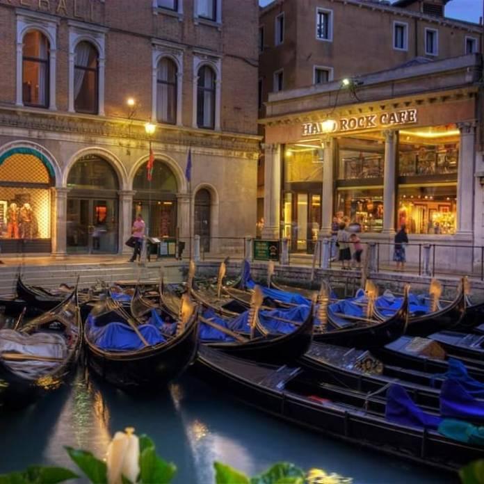 viaggio a Venezia: l'hard rock cafè è il più piccolo d'Europa