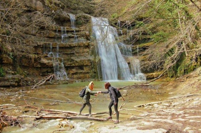 weekend settembre italia: trekking a settembre alle cascate dell'acquacheta