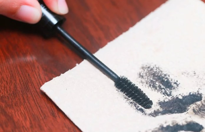 cliomakeup-come-pulire-scovolino-mascara-22-pulire-mascara