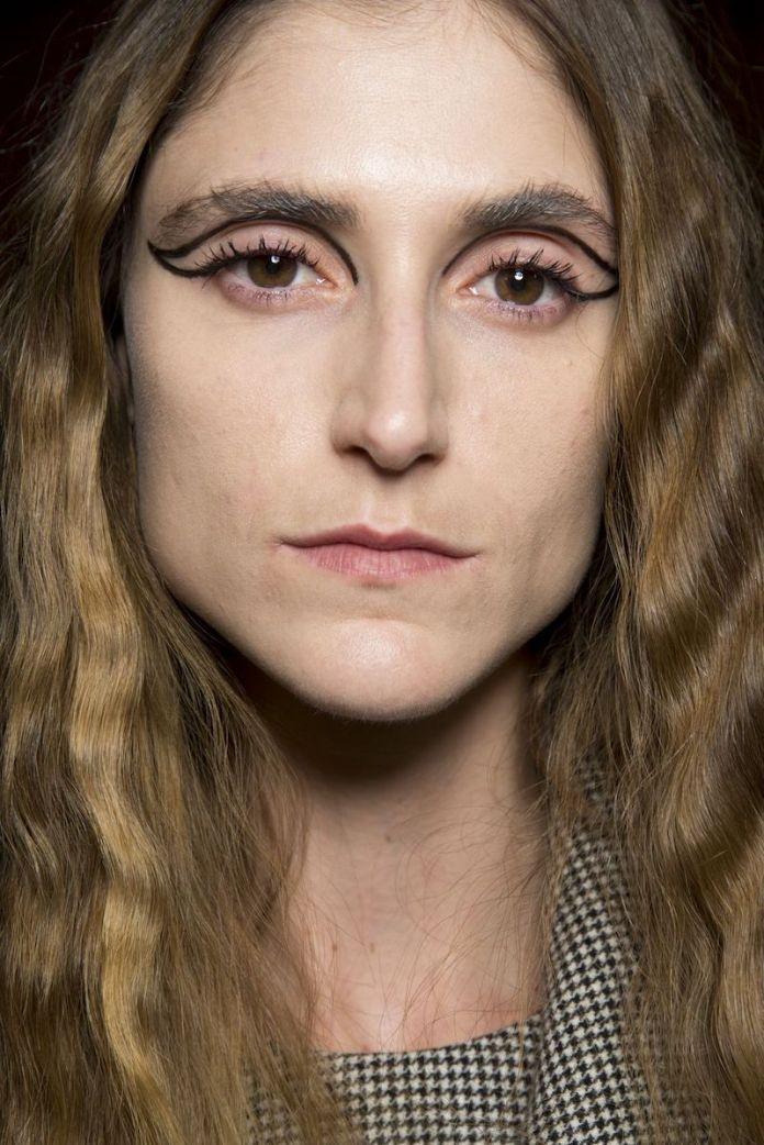 cliomakeup-makeup-semplici-autunno-16-eyeliner-grafico