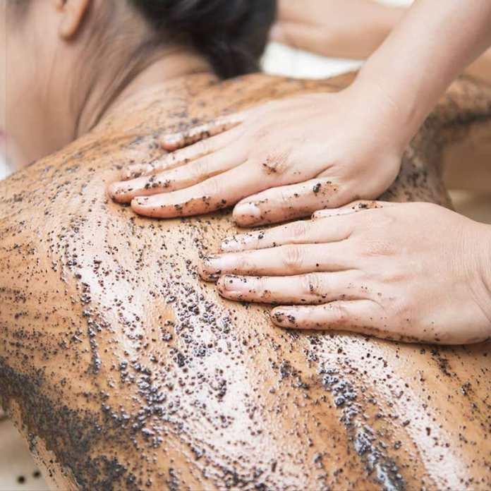 cliomakeup-peeling-corpo-scrub-fai-da-te-17-scrub-schiena-impurità
