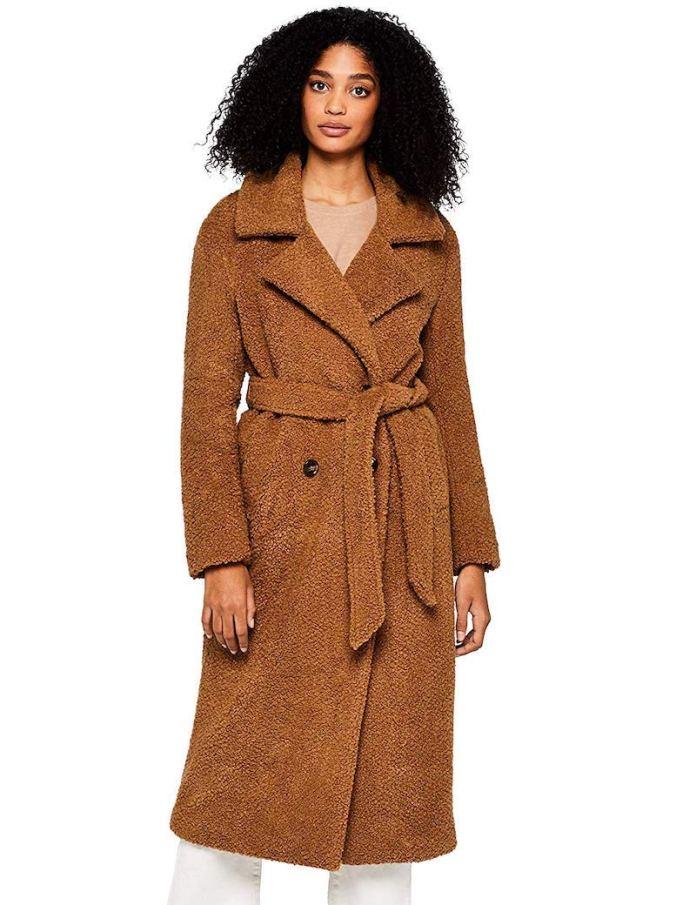 ClioMakeUp-teddy-coat-4-amazon-find.jpg