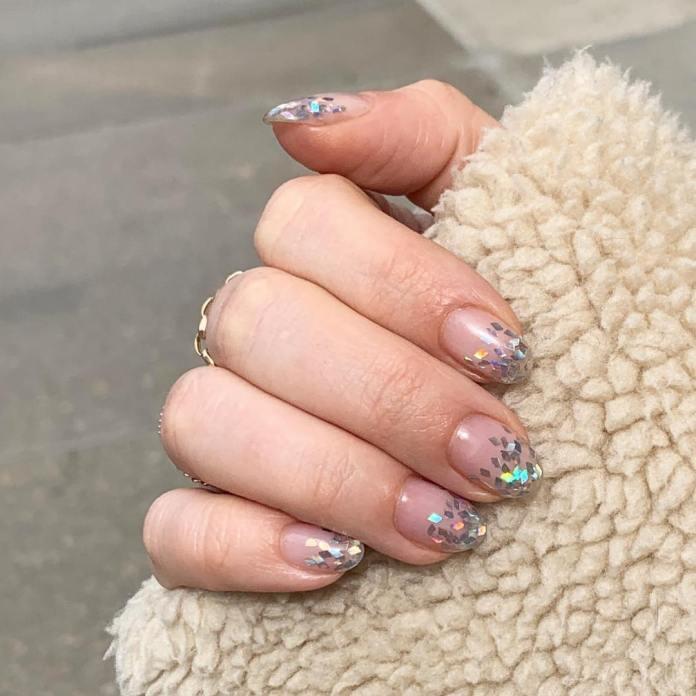 Cliomakeup-unghie-natalizie-10-sprinkle-nails