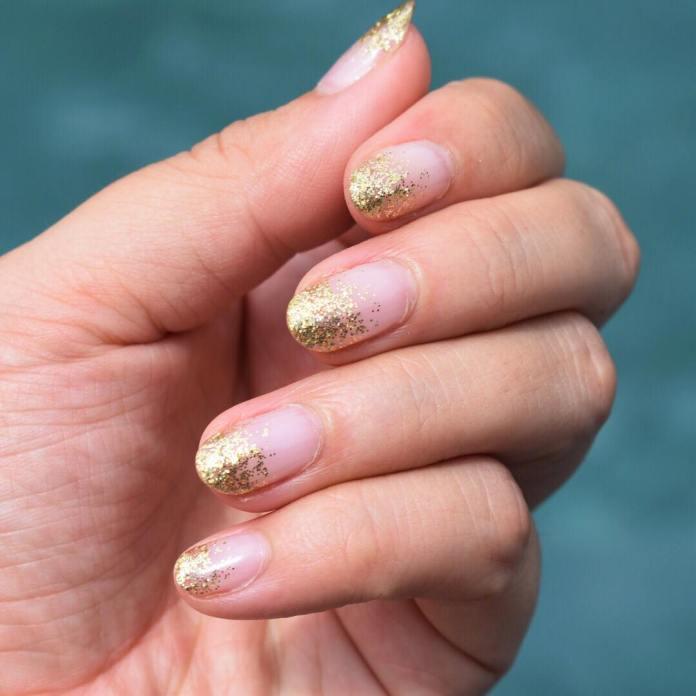 Cliomakeup-unghie-natalizie-11-glitter-oro