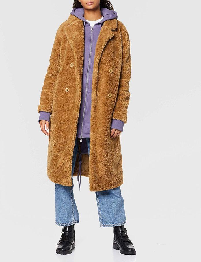 Cliomakeup-margot-robbie-look-17-teddy-coat-urban-classics