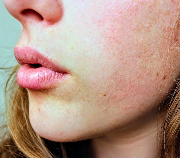 cliomakeup-fondotinta-pelle-mista-estate-2020-teamclio-sensibile