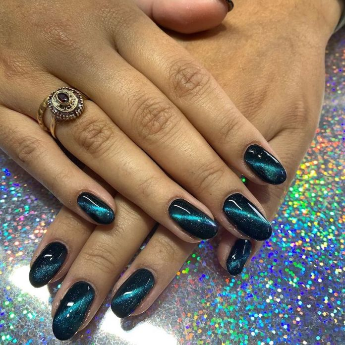 cliomakeup-tendenza-unghie-cats-eye-nails-teamclio-3