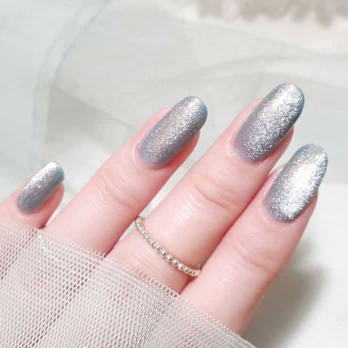cliomakeup-tendenza-unghie-cats-eye-nails-teamclio-9