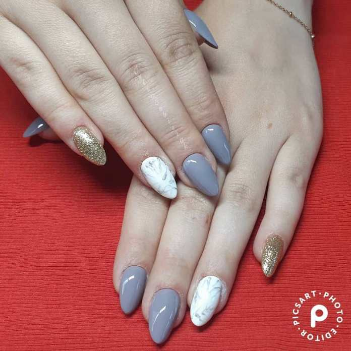 cliomakeup-unghie-autunno-2020-marble-nails-teamclio-18