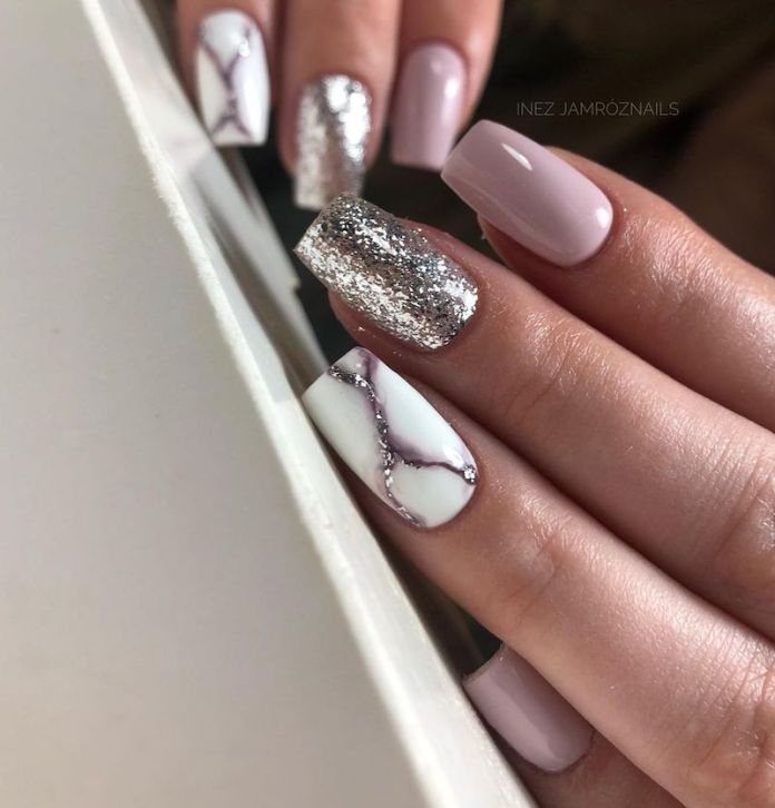 cliomakeup-unghie-autunno-2020-marble-nails-teamclio-7