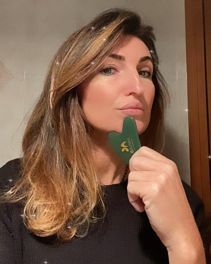 Cliomakeup-face-taping-team-clio-marialuisa-gua-sha