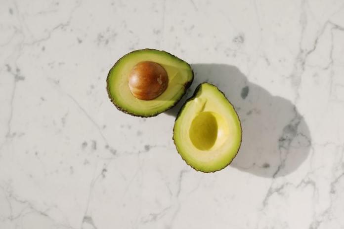 cliomakeup-avocado-tagliato