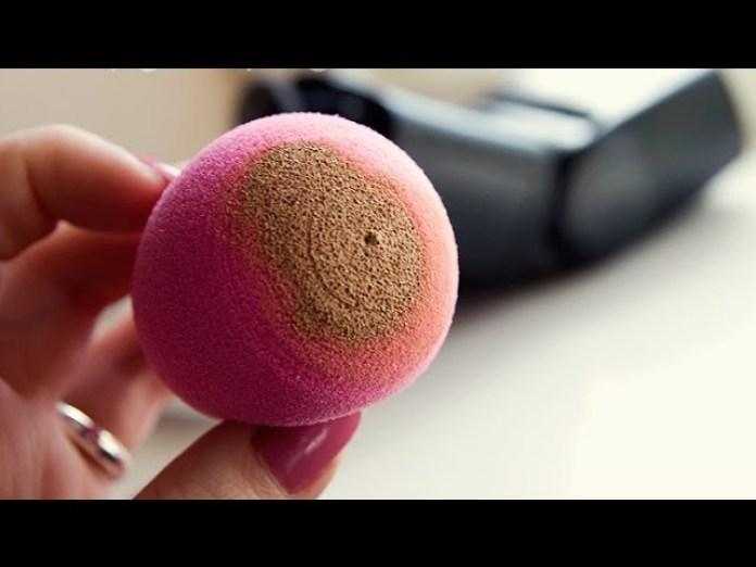 Cliomakeup-quanto-sono-sporchi-i-pennelli-spugnetta-sporca