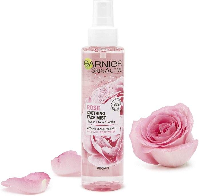 Cliomakeup-skincare-post-spiaggia-Spray-lluminante-Lenitivo-Idratante-Natural-Vegan-Rose-Spray-Garnier