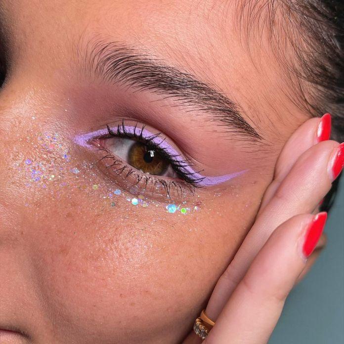 Cliomakeup-trucco-occhi-colorati-estate-2021-manuelemameli-eyeliner-lilla