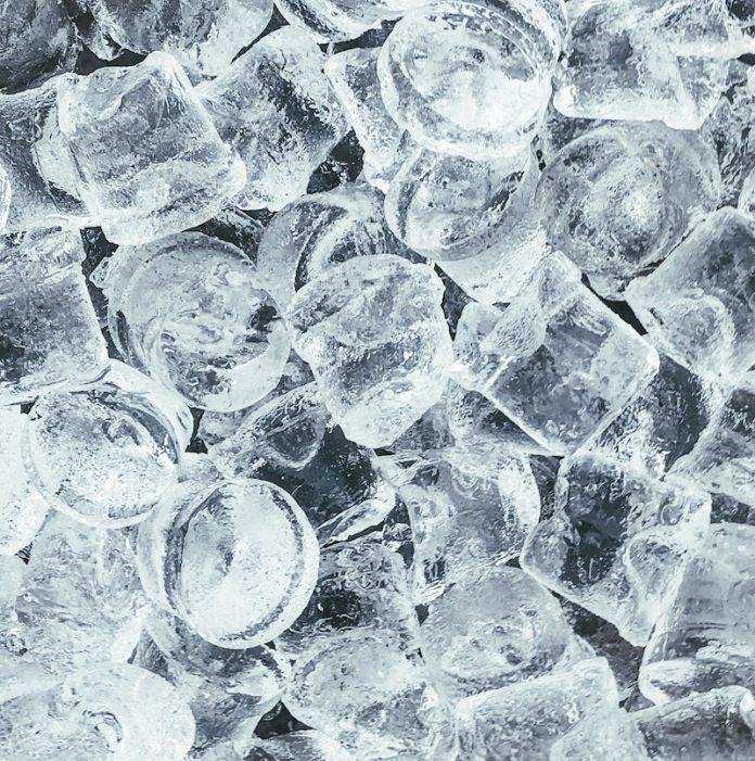 cliomakeup-creme-effetto-ghiaccio-teamclio-cubetti