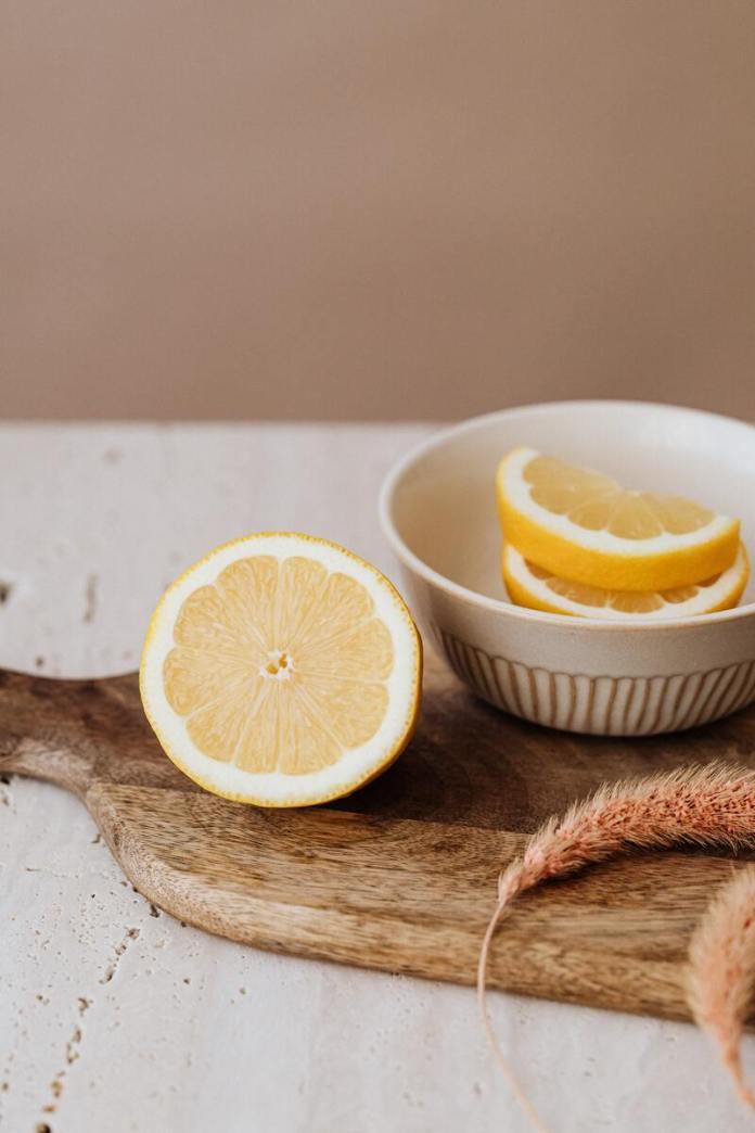 cliomakeup-come-schiarire-i-peli-succo-limone