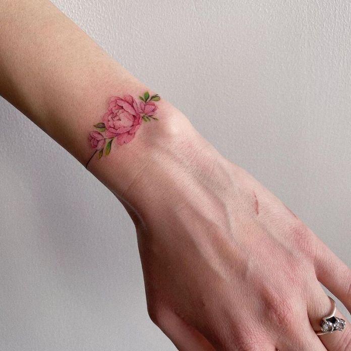 cliomakeup-tatuaggi-polso-fiori