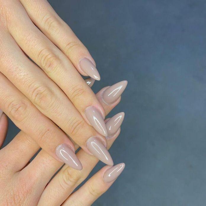 cliomakeup-unghie-a-punta-nude