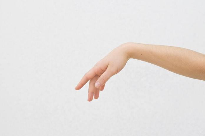 cliomakeup-unghie-ondulate-traumi