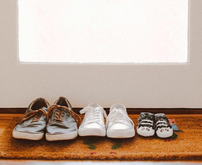 cliomakeup-come-togliere-cattivo-odore-scarpe-teamclio-cover