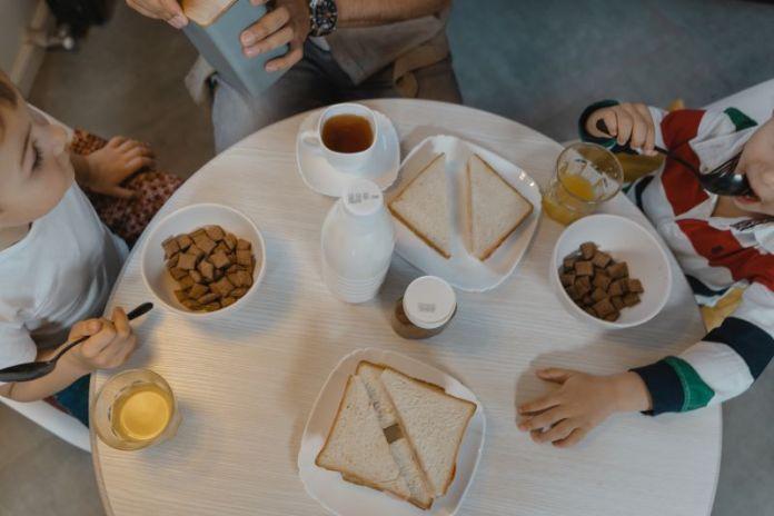 Cliomakeup-bambini-a-tavola-11-sana-alimentazione.
