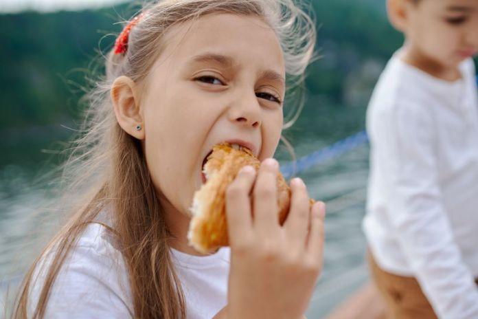 Cliomakeup-bambini-a-tavola-12-sana-alimentazione