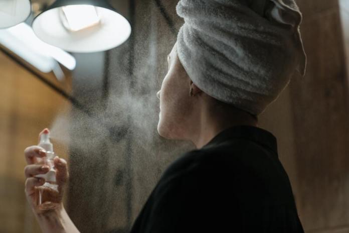 cliomakeup-beauty-routine-detox-viso-mist-idratante