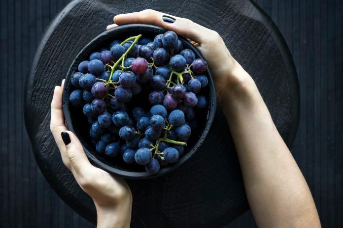 cliomakeup-colore-capelli-viola-grape-autunno-2021-19