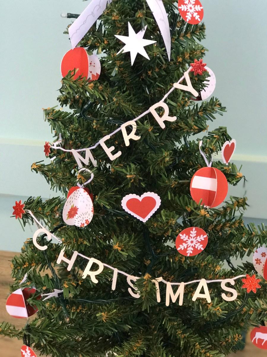 paper ornaments #ctmh #closetomyheart #paperornaments #ornaments #diy #Chrismas #tree #merry #heart #snow #flake #circle