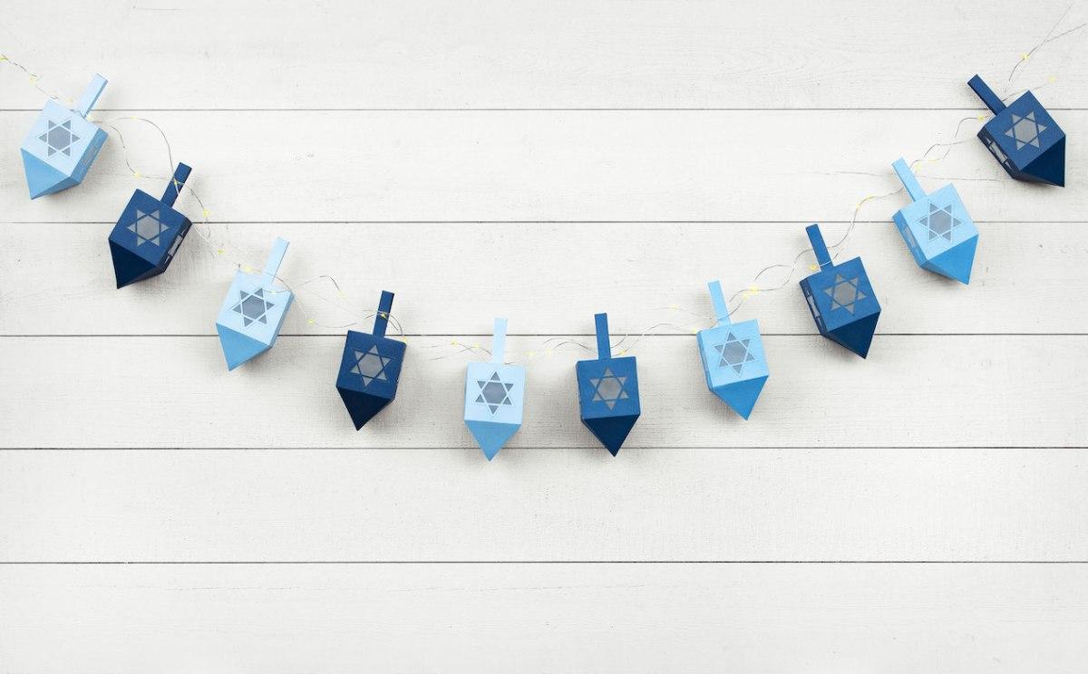 Hanukkah Crafts & Decor #ctmh #closetomyheart #hanukkah #dreidel #papercrafting #cardmaking #diy