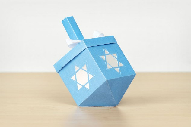 Hanukkah-Dreidels-treat-box-1