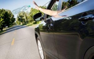 Preserve a natureza: não jogue lixo nas estradas