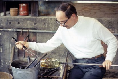 Littleton blowing glass in Berkley, late 1960s (Marvin Lipofsky Archive, Rakow Library, The Corning Museum of Glass).