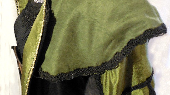 Jacket with finished shoulder pieces and sleeve inserts