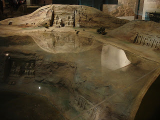 Model of the current temples in relation to Lake Nassar, as well as the world-be location of the temple underwater had it not been moved.