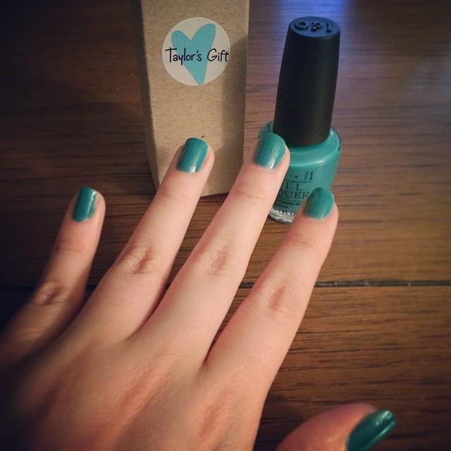 taylors-gift-taylor-blue-opi-nail-polish
