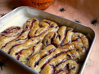 dessert16 25 Good, Gross, and Ghoulish Halloween Party Food Ideas