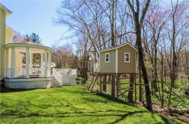 344 Cognewaugh Road, Greenwich, CT listed by Joseph Porricelli with Coldwell Banker Residential Brokerage