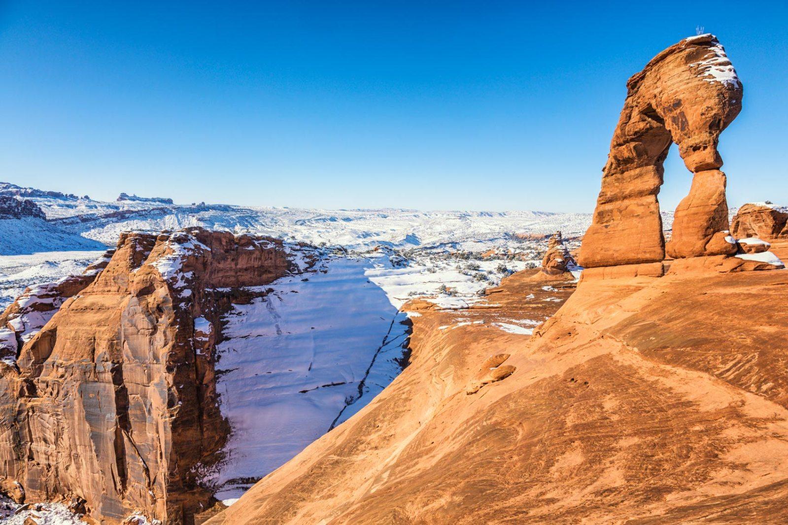 delicate arch rock landscape