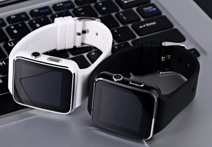 Smartwatch selection rules_TOP useful tips - smartwatch on the keyboard