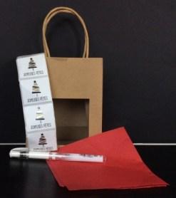 DIY Noël : tous les éléménts nécessaires pour réaliser un paque cadeau unique à partir d'un sac papier