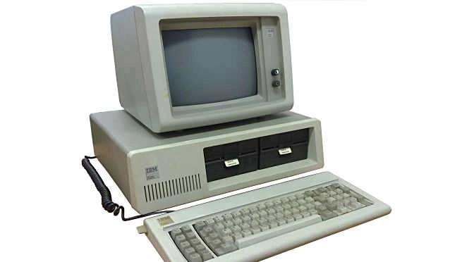 De tijd dat een computer na vier jaar antiek is ligt achter ons (bron afbeelding: https://commons.wikimedia.org/wiki/File:Ibm_pc_5150.jpg)