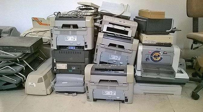 Oude printers en macOS Mojave: géén stress! (bron afbeelding: https://pixabay.com/nl/photos/printers-oude-verlaten-recycling-344016/)